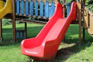 Urozmaicenie dziecięcych zabaw – zjeżdżalnia