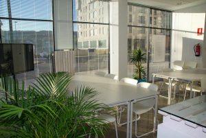 Zaaranżuj biuro tak, by było estetyczne i praktyczne