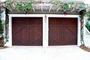 Drewniane segmentowe bramy do garażu