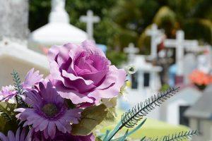 Efektowne wieńce oraz wiązanki pogrzebowe