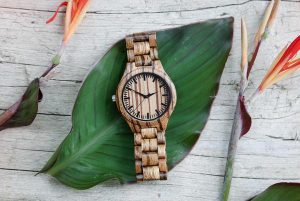 Drewniany zegarek jako oryginalny prezent urodziny