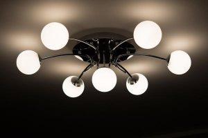 Żyrandole z nowoczesnymi źródłami światła