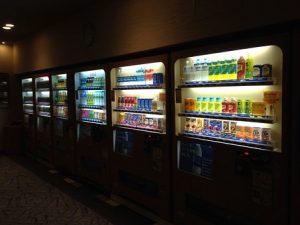Automat vendingowy z jedzeniem