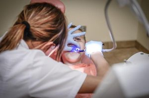 Czym zajmuje się stomatolog?