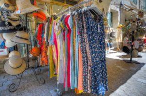 Read more about the article Kopertowe sukienki w wersji midi